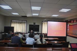 6月20日,锡铁山镇人大组织人大代表集中学习了省第十三次党代会精神